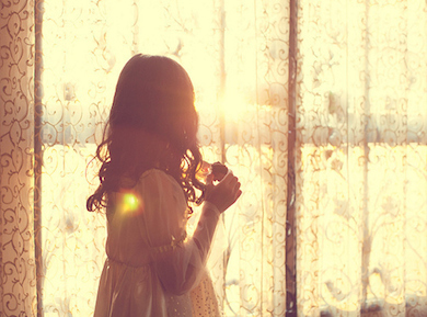 girl_sun_window